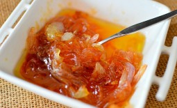 Карамелизованный лук — вкусное дополнение к повседневному меню. 5 популярных рецептов