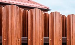 Заборы из металлического штакетника своими руками