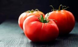 Крупноплодный томат Шедевр F1: описание и особенности агротехники