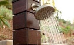 Душевая кабина для дачи из дерева, кирпича или поликарбоната с подогревом воды или без