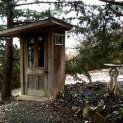 туалет с унитазом на даче