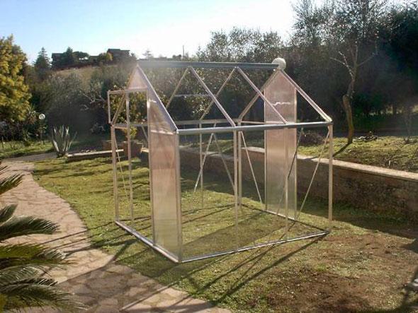 алюминиевая теплица на даче