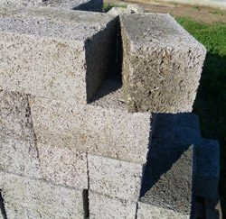monolitnyj-dom-iz-arbolita-svoimi-rukami-video-65