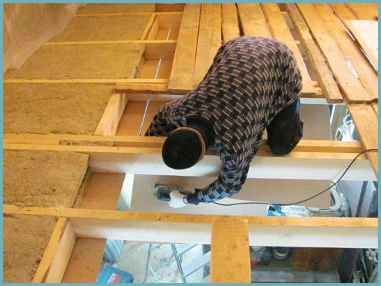 чем утеплить потолок