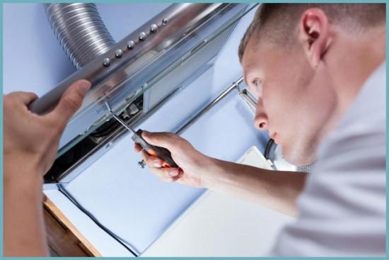 как монтировать вытяжку на кухне