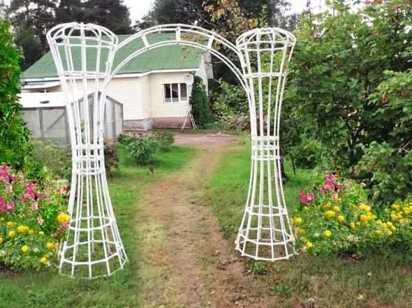 Опоры для растений в саду