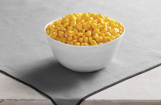 зерна молодой кукурузы