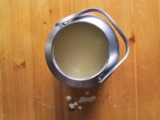 бидон с молоком