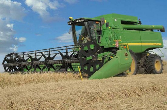уборка пшеницы на поле