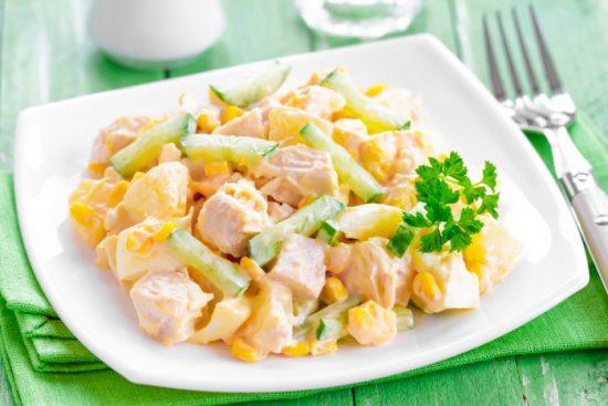 салат с фруктами и мясом