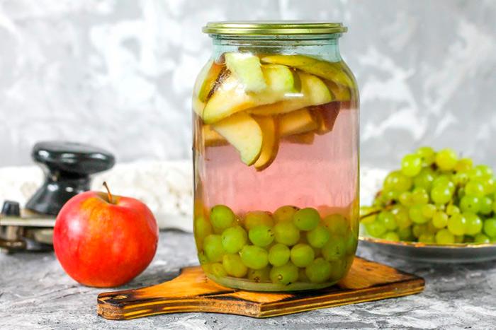 компот с яблоками и виноградом
