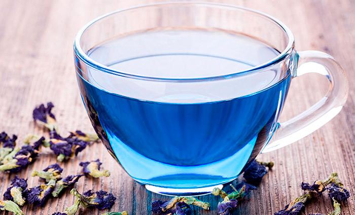 синий напиток из орхидеи