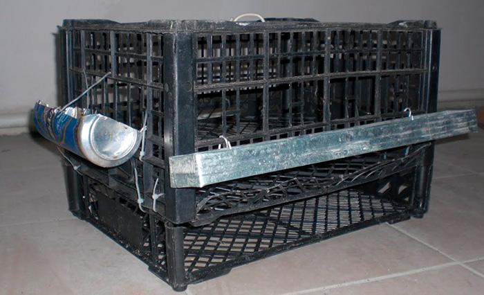 клетка для птиц из пластиковых ящиков